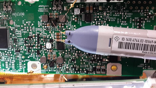 Figure 6: Actual PCB and a differential probeFigure 6: Actual PCB and a differential probe